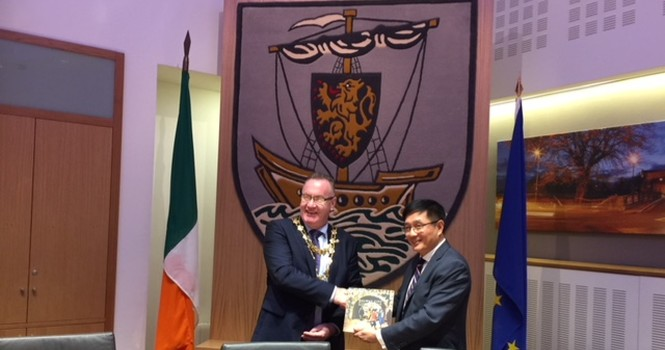 Courtesy Call from Chinese Ambassador, Dr. Yue Xiaoyong, through Mayor Flannery, to meet CE/SMT/Co. Members