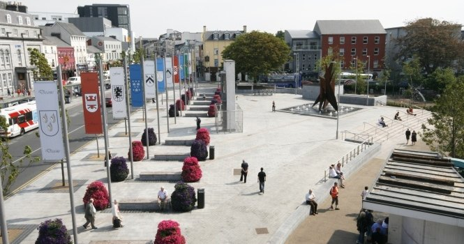 REQUEST FOR EXPRESSIONS OF INTEREST  Licence of 'The Kiosk' at Kennedy Park, Eyre Square, Galway
